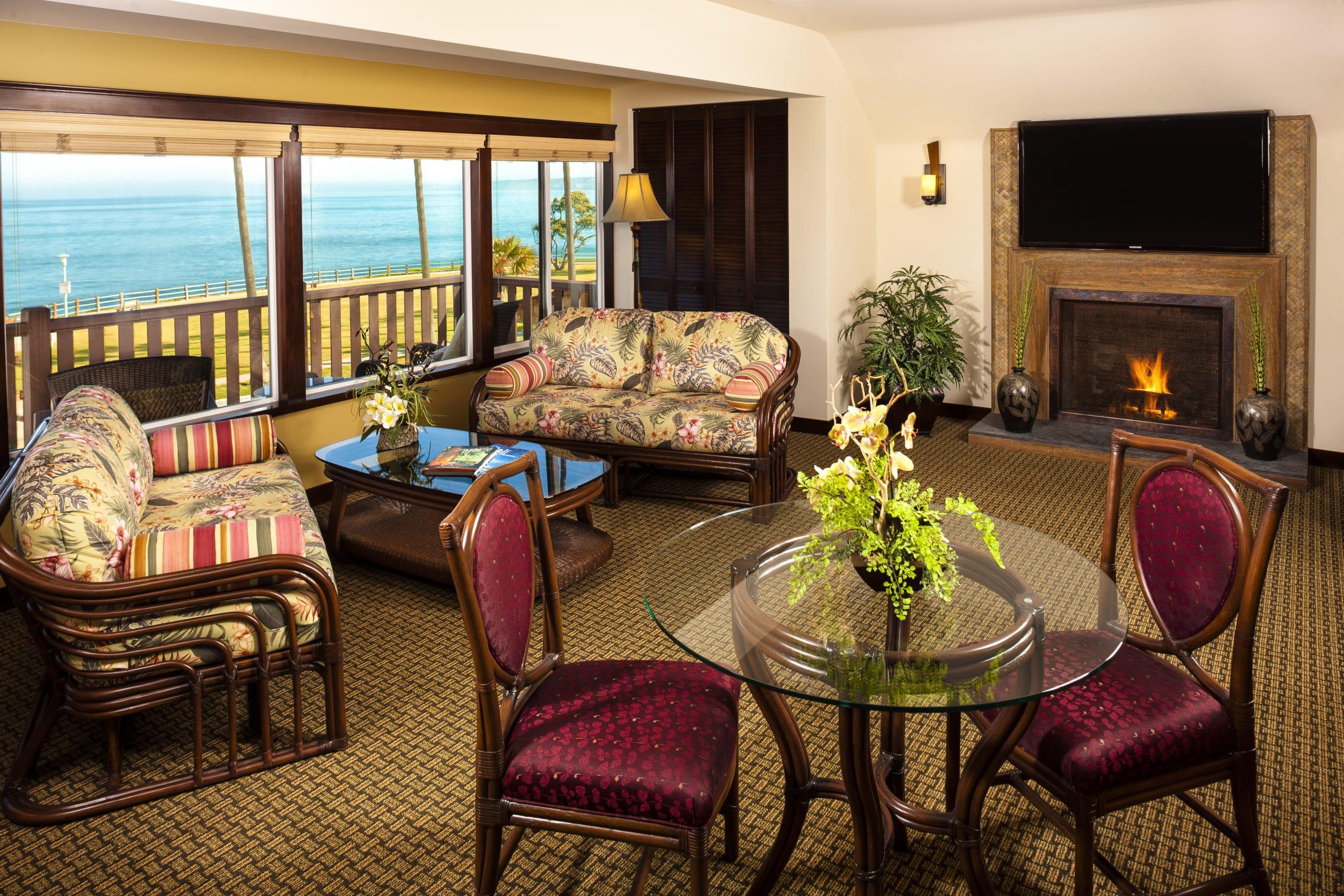 San Diego hotels for big families: Pantai Inn