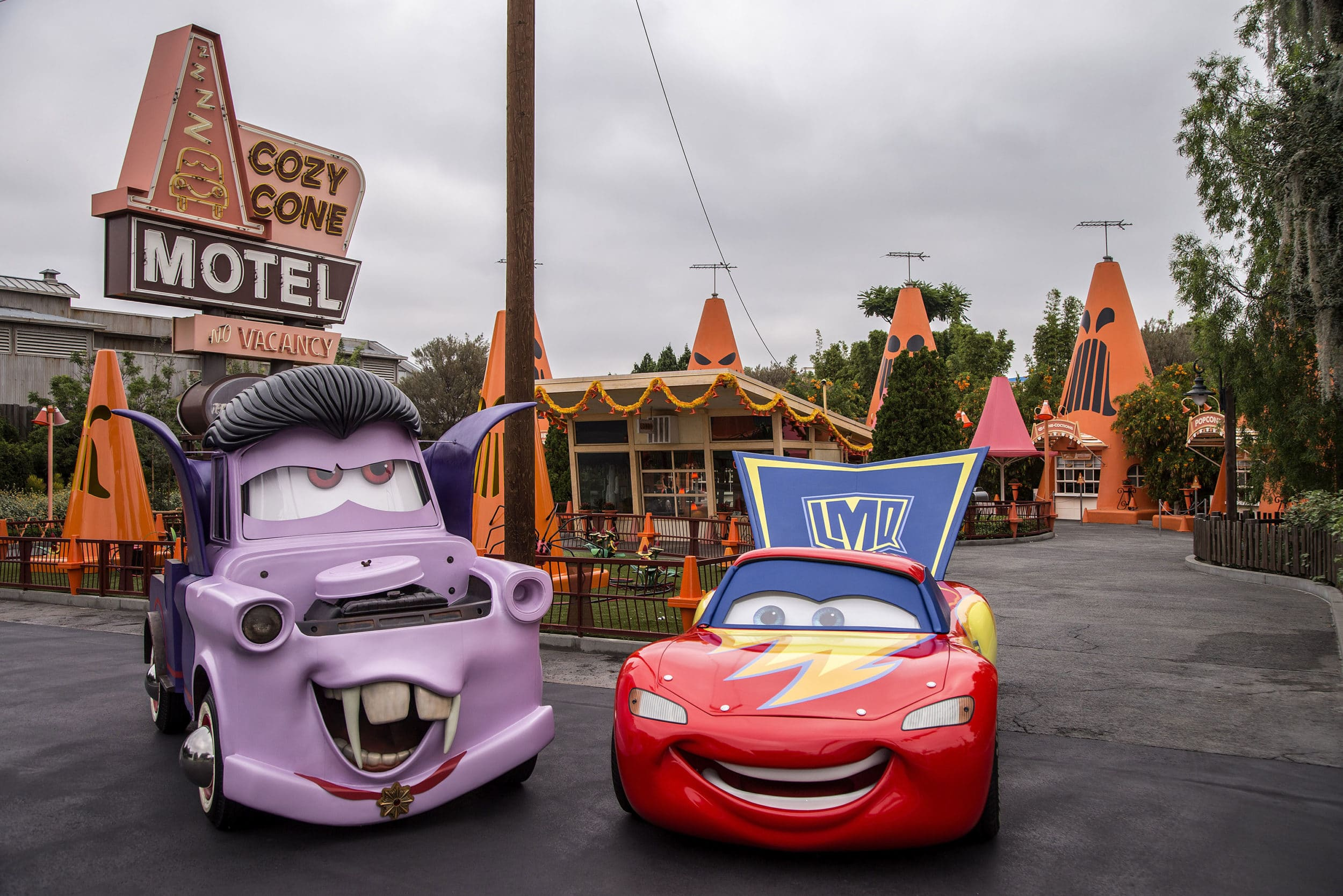 Disneyland Halloween: Mater in costume