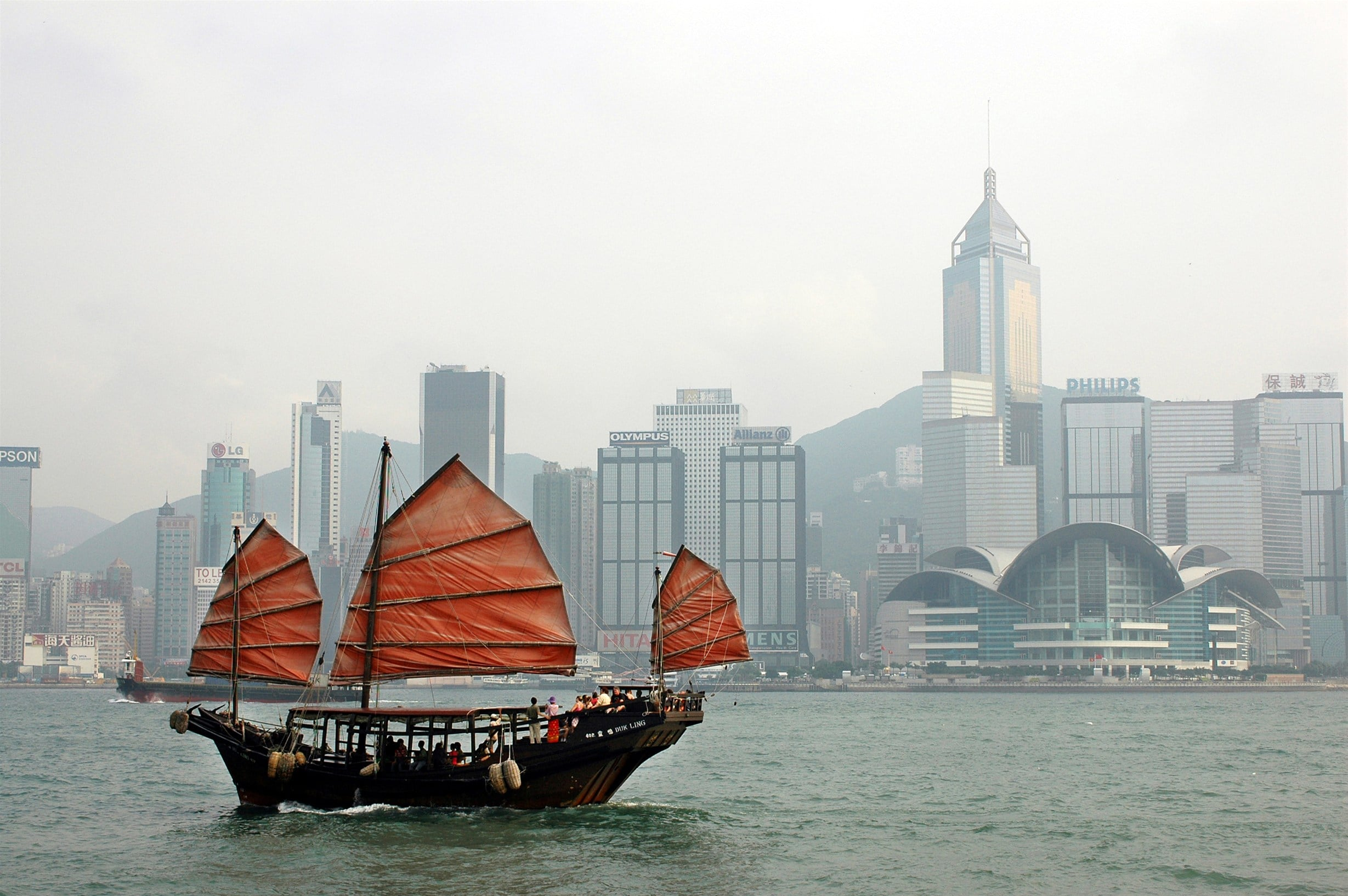 Hong Kong with kids: Take a red-sailed junk tour