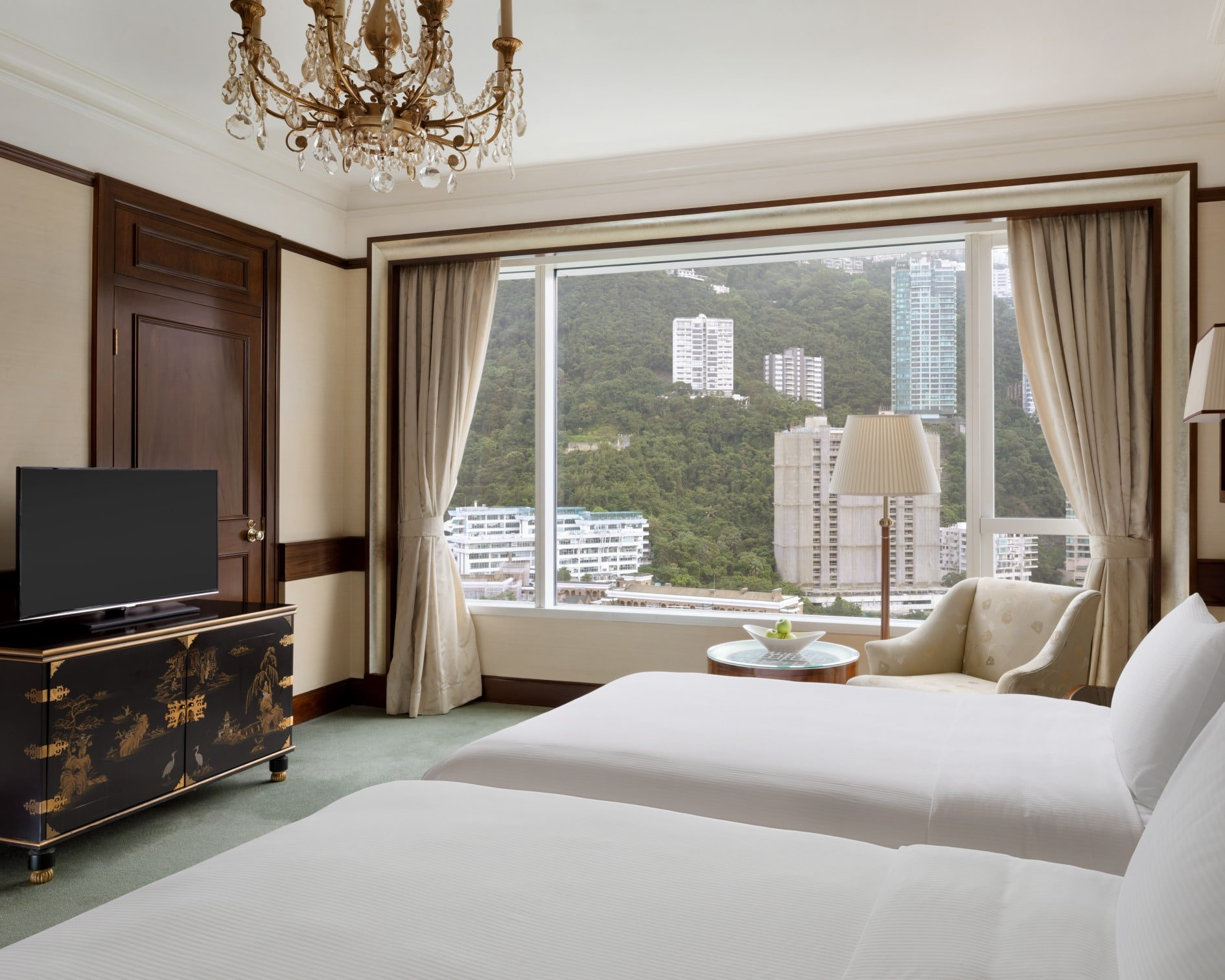 Island Shangri-la Hong Kong Deluxe Peak View Twin Room