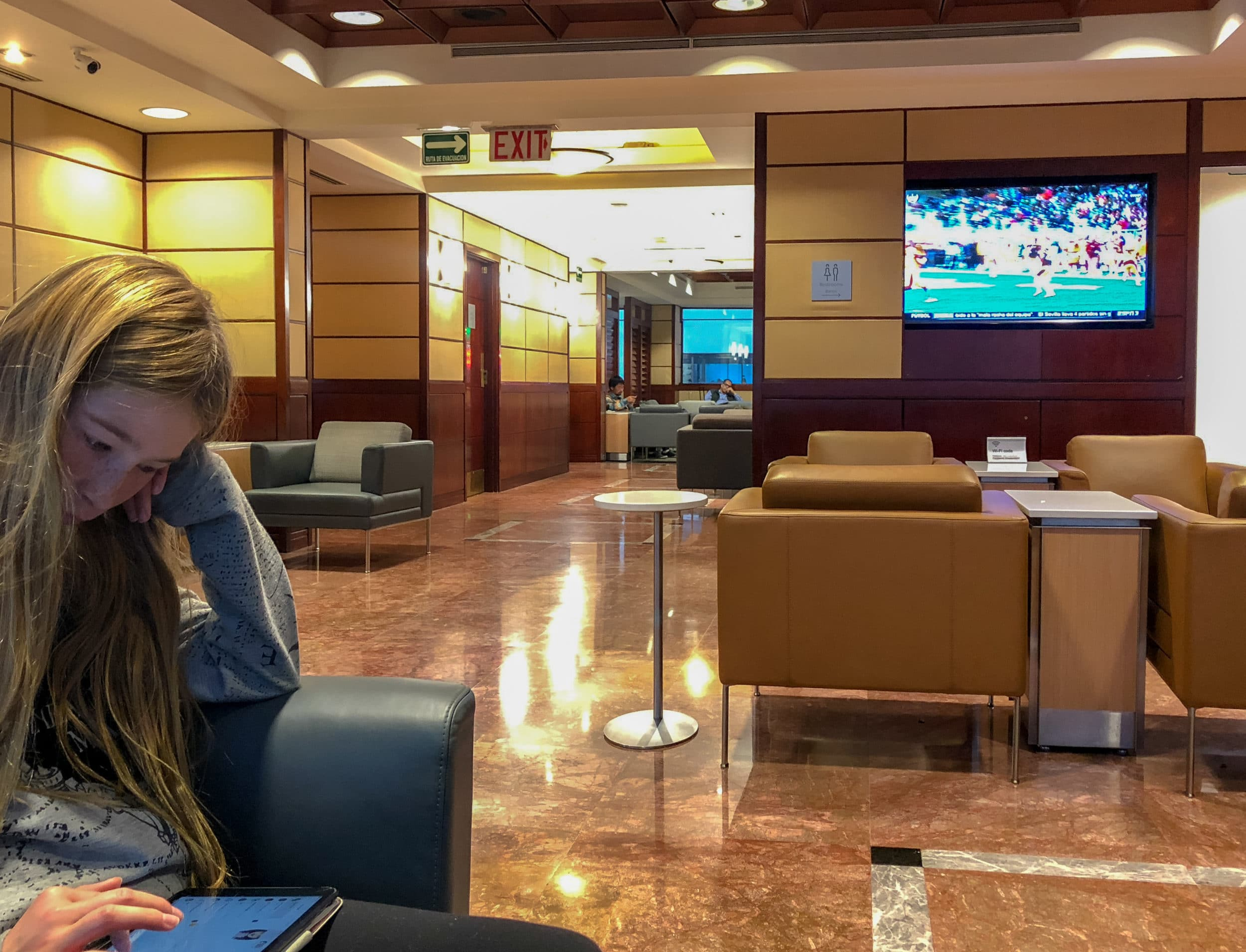 Mexico City airport lounges: American Airlines Admirals Club