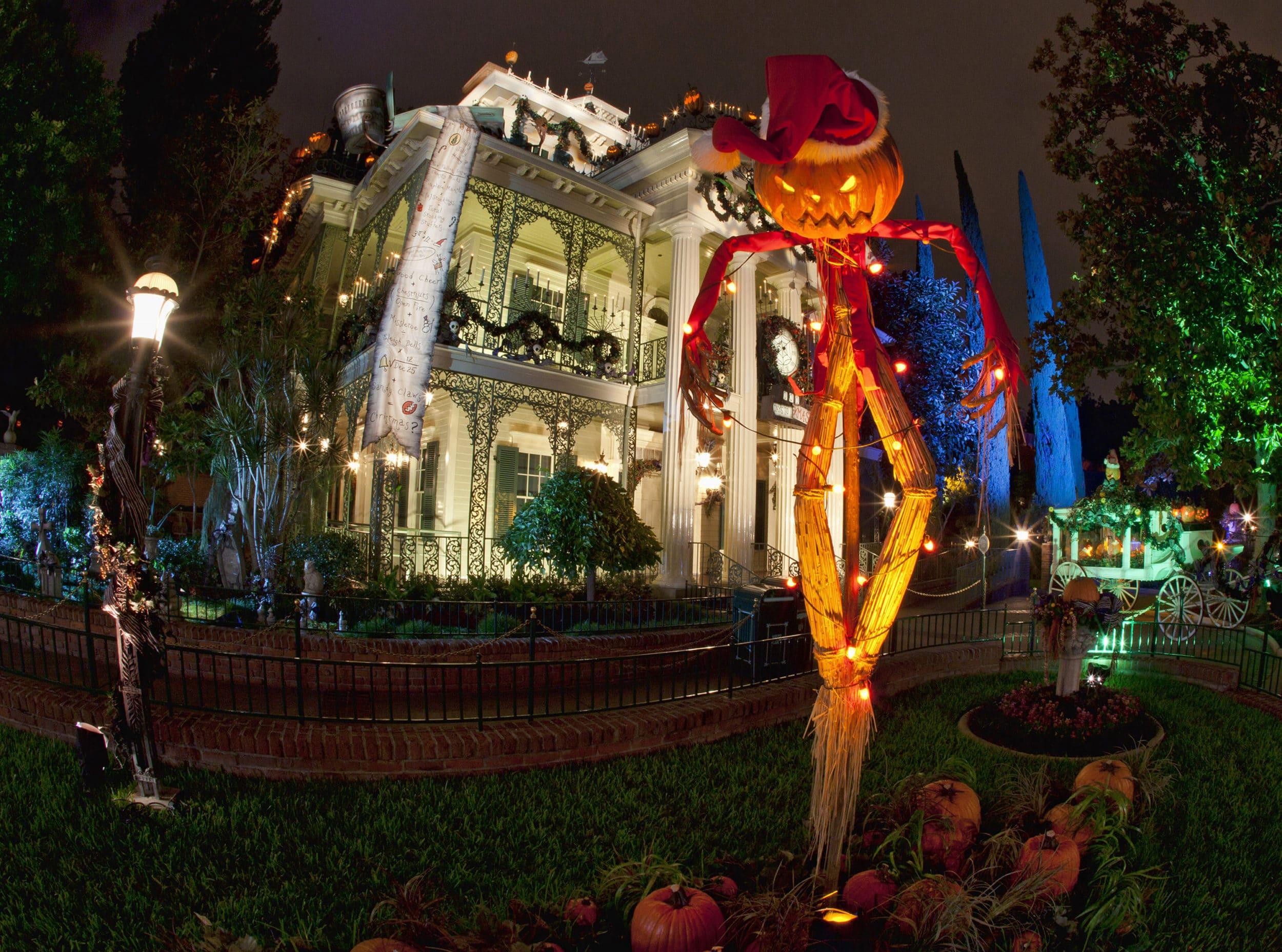 10 Reasons To Visit Disneyland Resort During The Holidays La Jolla Mom
