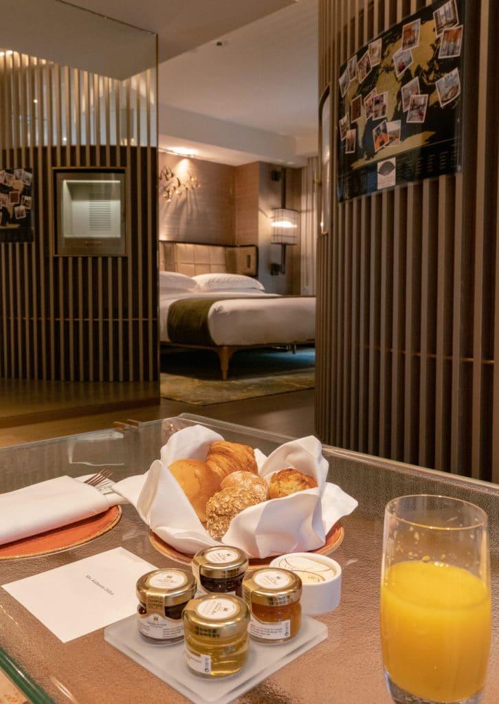 L600 room at The Landmark Mandarin Oriental, Hong Kong luxury hotel
