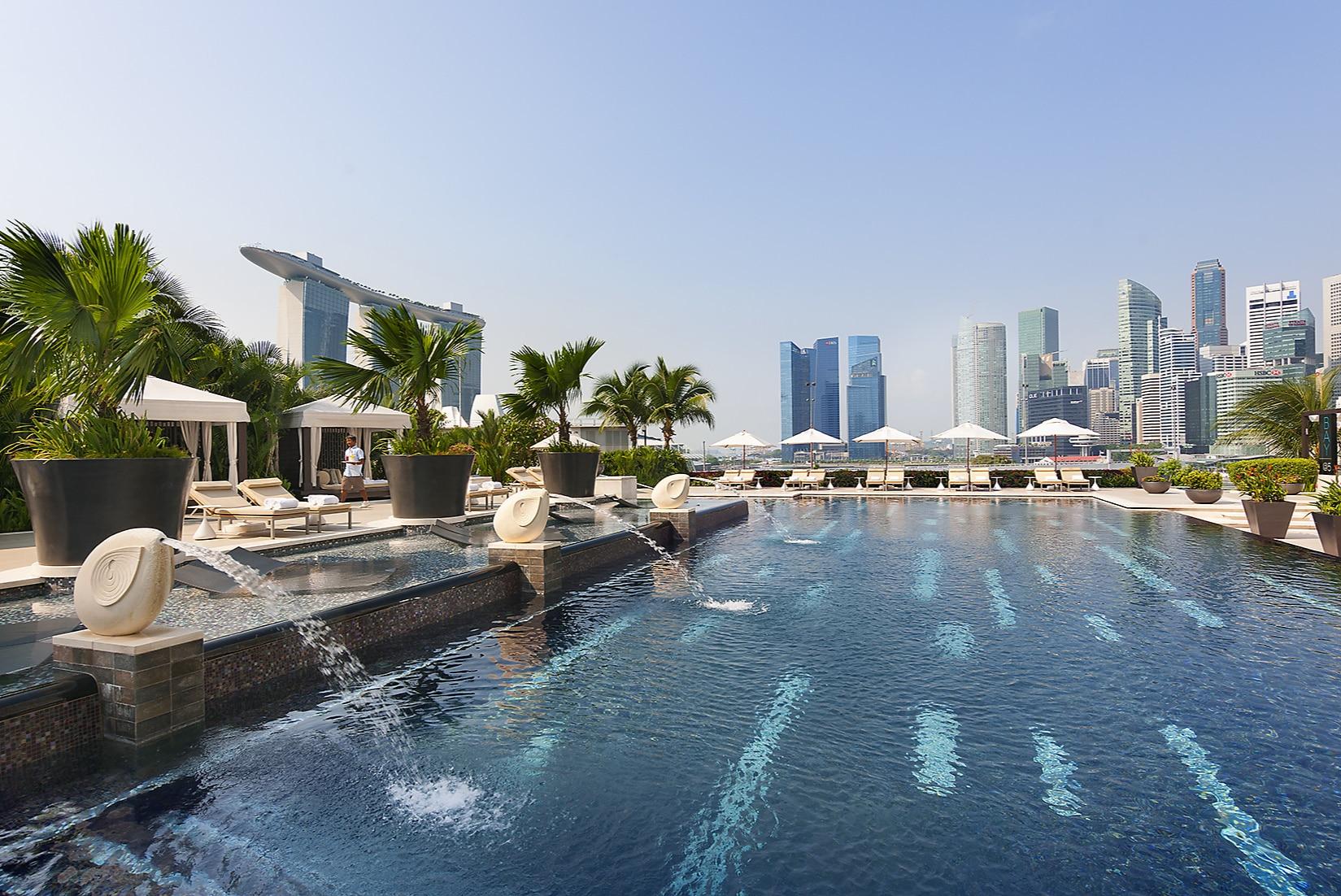 Mandarin Oriental Singapore's fantastic outdoor pool which overlooks Marina Bay.