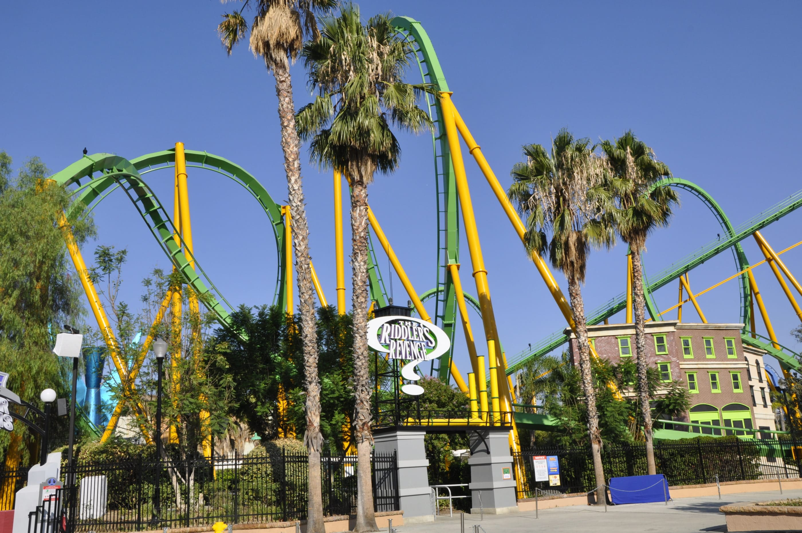Six Flags Magic Mountain Rides: Riddlers Revenge