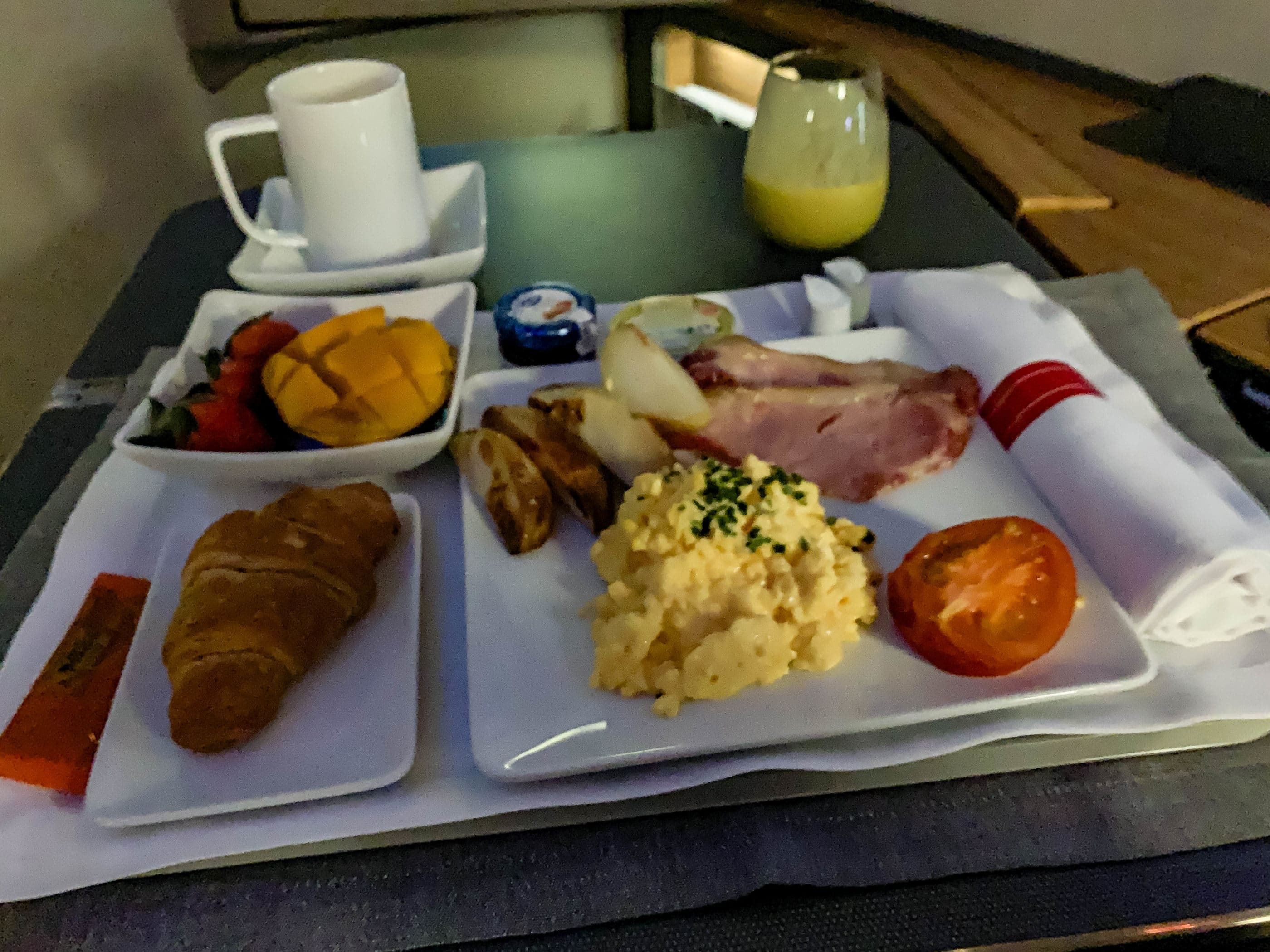 Western breakfast on American Airlines first class from HKG-LAX