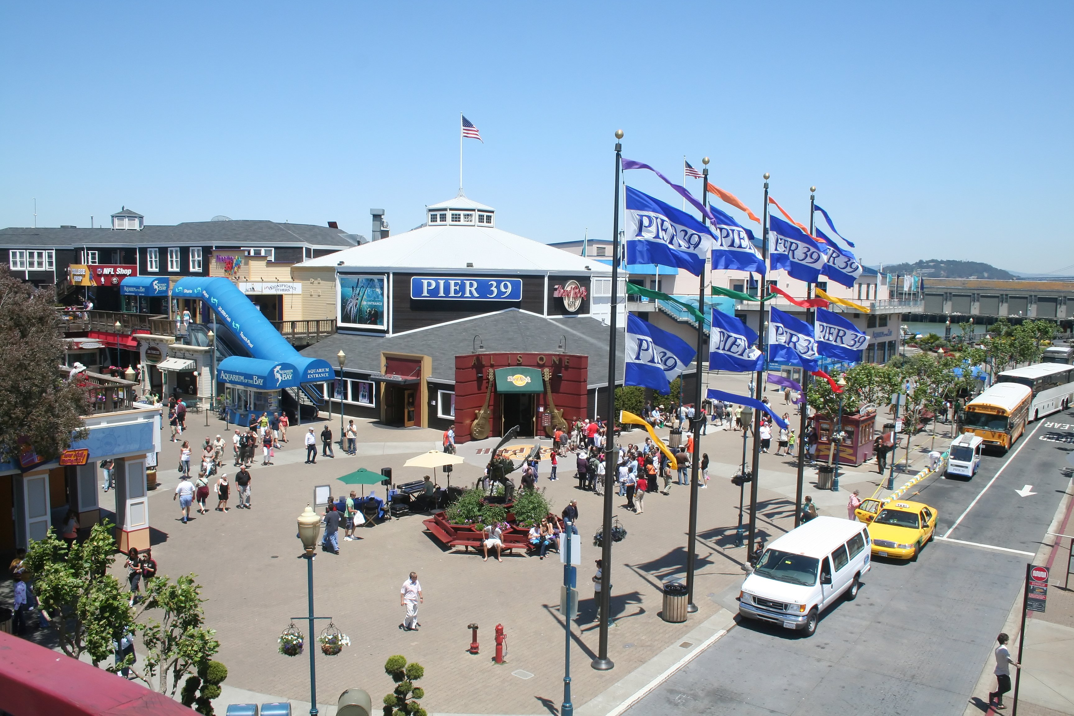The entrance to Pier 39 and Aquarium of the Bay in San Francisco