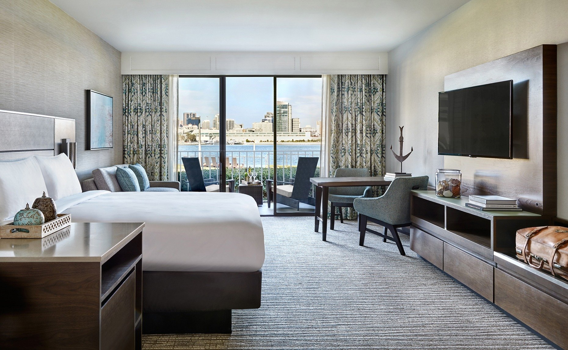 King room with a view over the terrace to the San Diego Bay