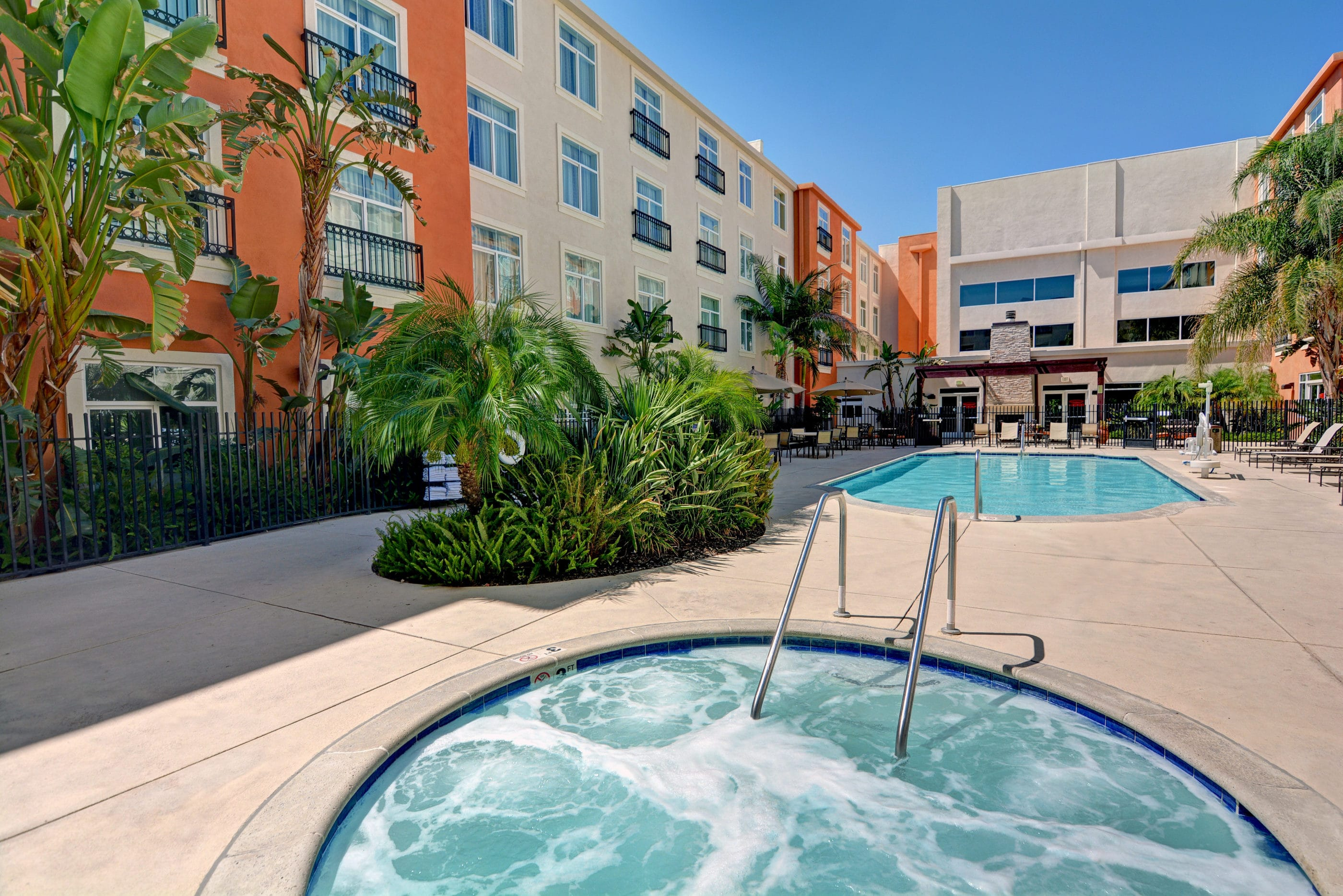 The Embassy Suites by Hilton Valencia pool and whirlpool on a sunny day.