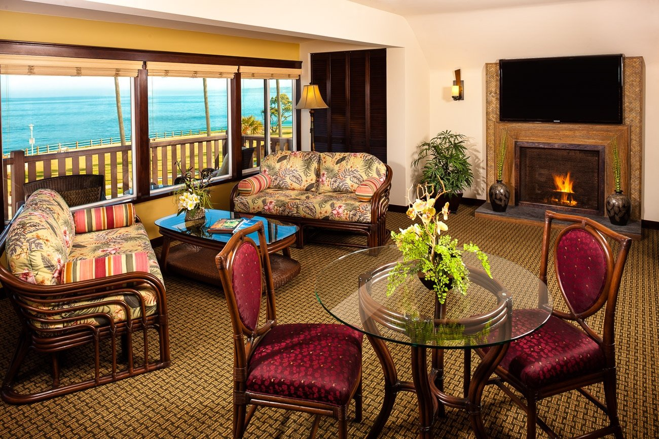 A comfortable living room with Balinese inspired decor overlooks the ocean at Pantai Inn, a San Diego boutique hotel.