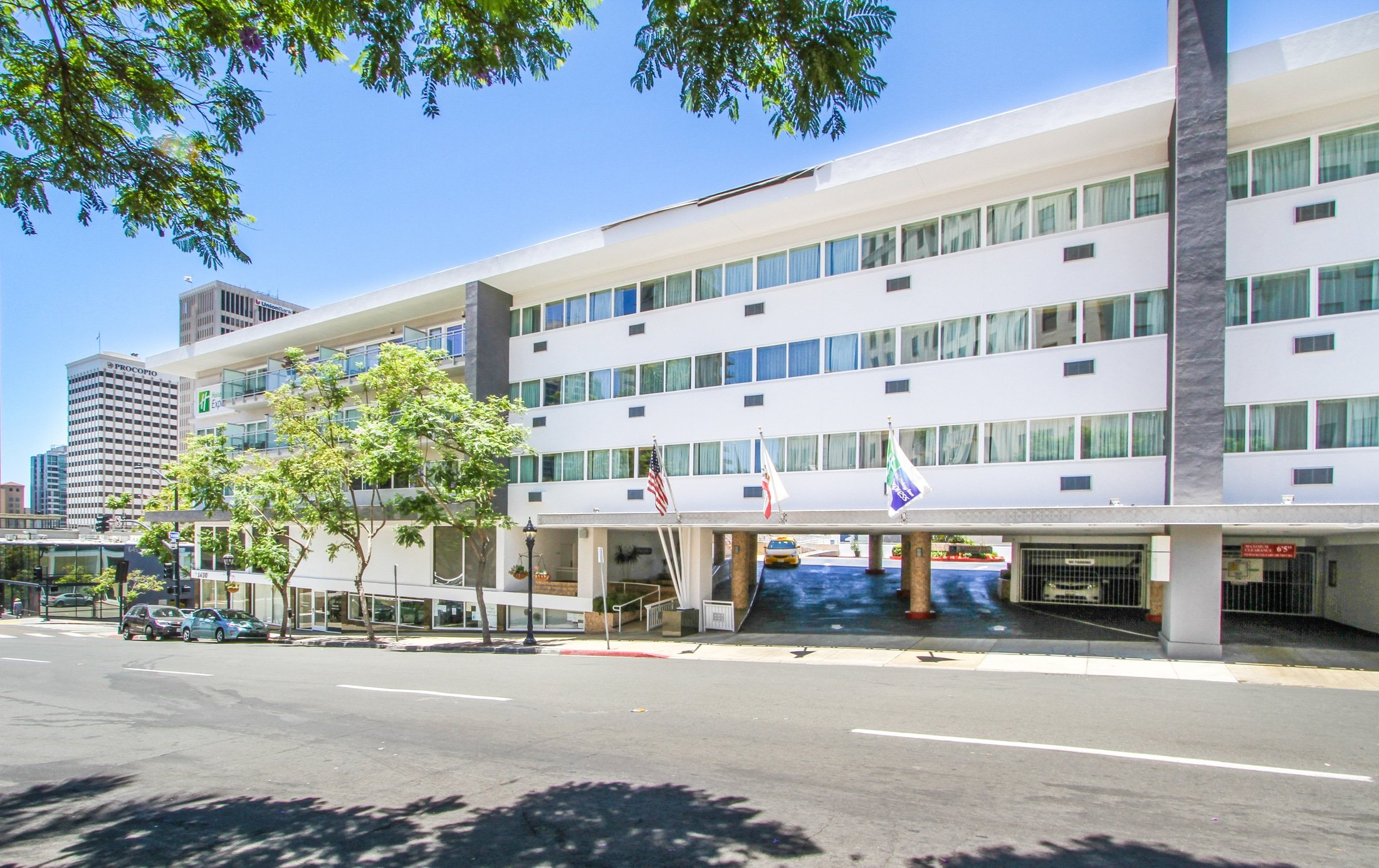 Street view of Holiday Inn Express Downtown, one of the best hotels near San Diego Zoo.