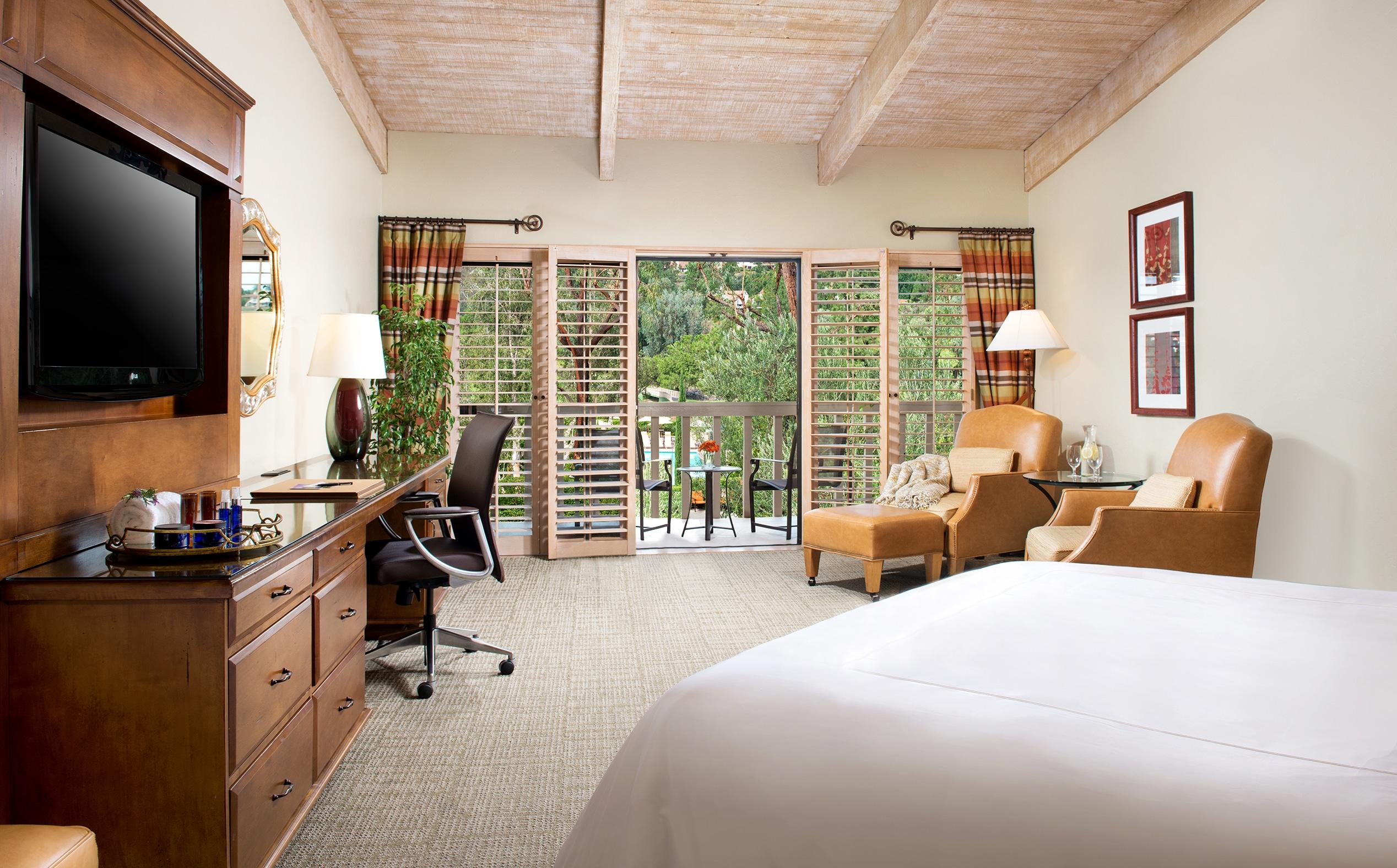 Sereno guest room interior at Rancho Bernardo Inn