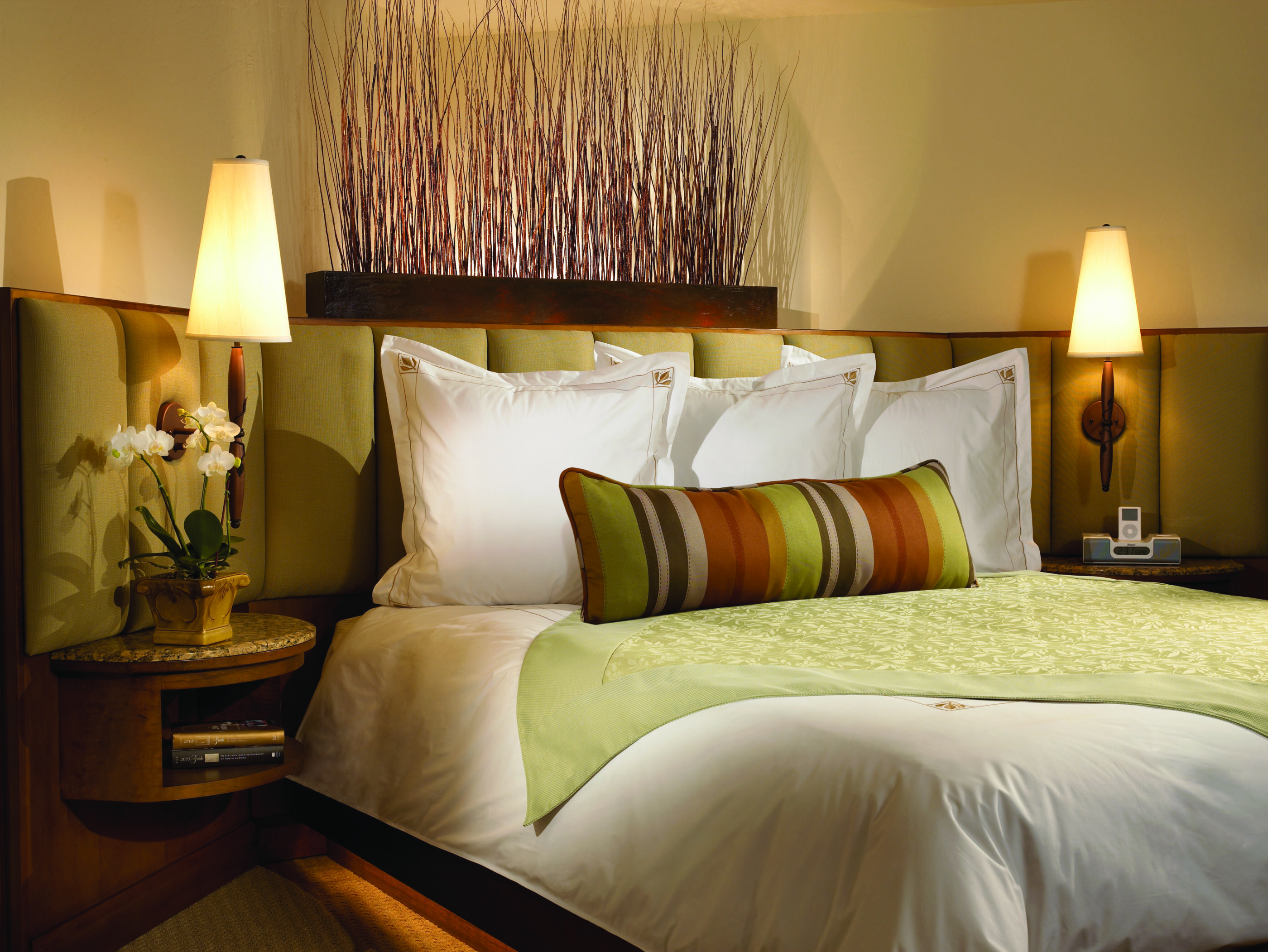 King bed in a Terazza room at Rancho Bernardo Inn