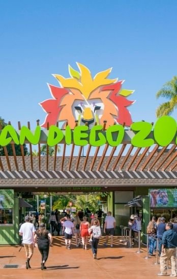 People enter San Diego Zoo through the front gate.