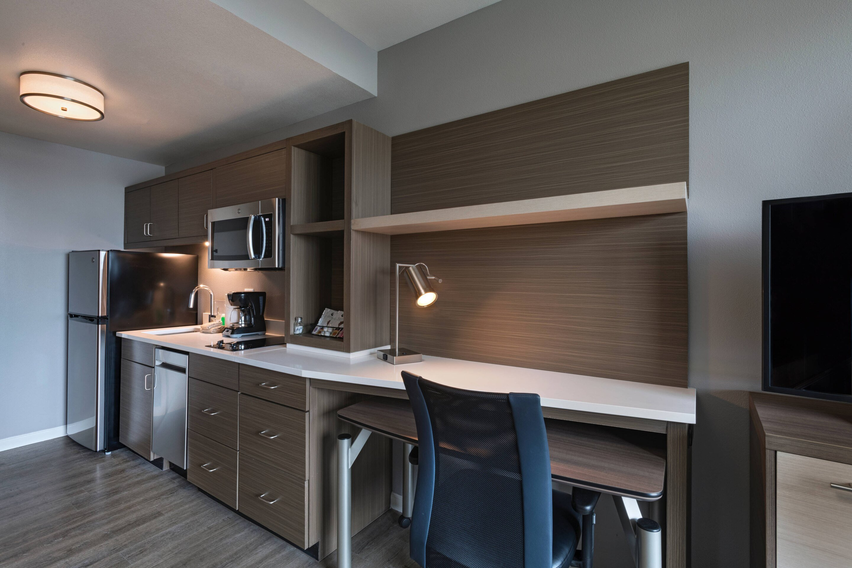 A kitchenette and desk area at TownePlace Suites by Marriott San Diego Airport/Liberty Station.